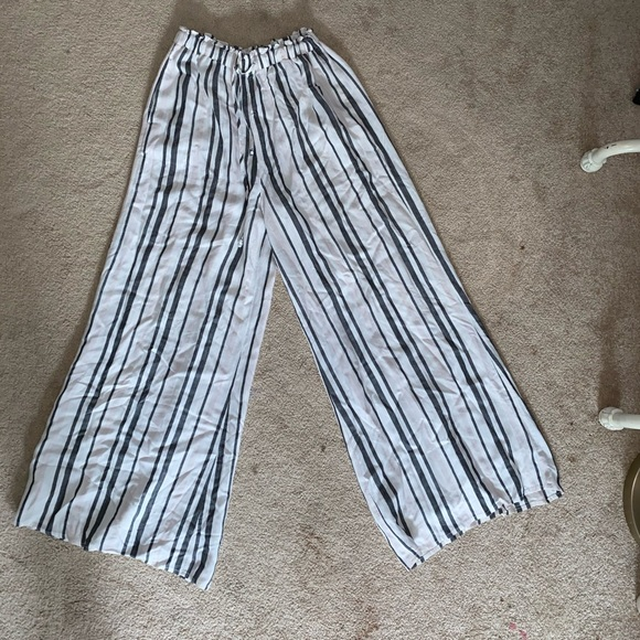 American Eagle Outfitters Pants - Striped flowy wide leg pants.